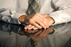 Händer i ett möte arkivfoto