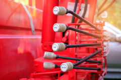 Händer kontrollerad hydraulikkran arkivfoto
