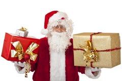 händer lyckliga rymmande santa för julclaus gåvor royaltyfria bilder