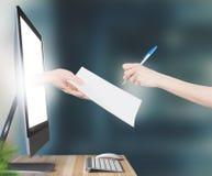 Händer med avtalet kommer ut ur PCbildskärmen, 3d framför Arkivbild