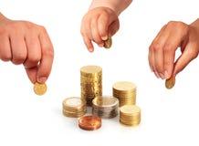 Händer med mynt. royaltyfri fotografi