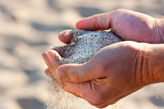 Händer med sand Royaltyfri Fotografi