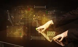 Händer navigerar på tekniskt avancerat ilar tabellen med affärssymboler Royaltyfri Fotografi