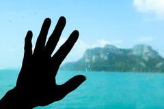 Händer på fönstret på fartyget Fotografering för Bildbyråer