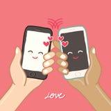 Händer rymmer den smarta telefonen för förälskelse Royaltyfri Bild