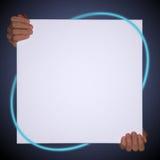 händer som rymmer en tom kanfas med neon, fodrar med copyspace royaltyfri bild