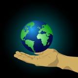 Händer som rymmer ett jordklot Arkivfoto