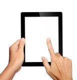 Händer som rymmer och trycker på på tabletPCen Royaltyfri Foto