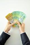 Händer som rymmer pengar - australiska dollar Royaltyfria Foton