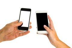 Händer som rymmer smartphones Arkivfoton
