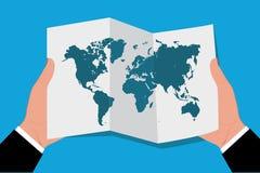Händer som rymmer världskartan i plan stil, vektorillustration Royaltyfri Fotografi