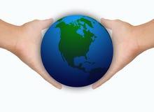 händer sparar värld två Arkivfoto