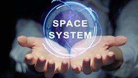 Händer visar det runda hologramutrymmesystemet lager videofilmer