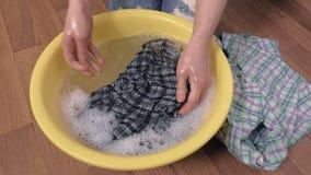 Händewaschenkleidung stock video