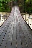 hänga för bro som är trä Arkivfoton