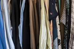 Hänga för man- och kvinnligkläder Fotografering för Bildbyråer