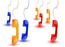 Hängande färgade telefontelefonlurar Arkivfoton