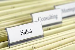hängande försäljningar för mapp Arkivfoton
