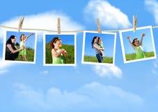 hängande fotografier för familj Arkivfoto