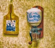 Hängande gammal kaffekvarn Royaltyfri Foto