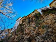 Hängande hus i Viver royaltyfri fotografi