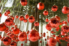 Hängande julstruntsaker Arkivbilder