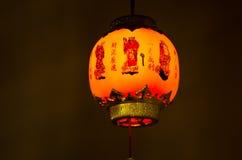 Hängande kinesisk lykta på mörkerbakgrunden Royaltyfria Bilder