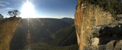 hängande panorama- rock Arkivfoton
