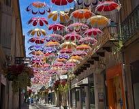 Hängande paraplyer, Béziers, Frankrike Arkivbilder