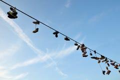 hängande skor Fotografering för Bildbyråer