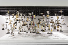 Hängande troféer som visas i det Porsche museet Fotografering för Bildbyråer