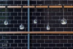 Hängande vas på en vägg för garnering Royaltyfri Bild