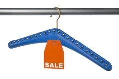 Hängare med hänsyn till Sale Arkivbilder