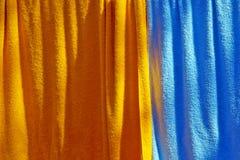 hängda handdukar Fotografering för Bildbyråer