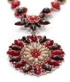 Hänge av röda ädelstenar med halsbandet Fotografering för Bildbyråer