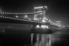 Hängebrücke am Abend Lizenzfreie Stockfotos