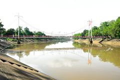 Hängebrücke hergestellt, damit Fußgänger kreuzen stockfotografie