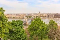 Hängebrücke und Fluss Donau, Budapest Lizenzfreie Stockbilder