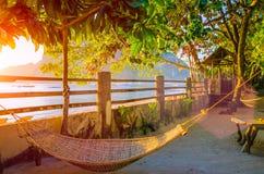 Hängematte auf corong Strand auf Sonnenuntergang Tropische Feiertage in EL Nido, Palawan, Philippinen Lizenzfreies Stockbild