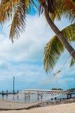 Hängematte durch das Meer Lizenzfreie Stockfotos