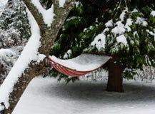 Hängematte gefüllt mit Schnee Stockfotografie