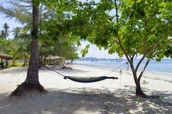 Hängematte an Strand Haad Sivalai auf Mook-Insel stockfoto