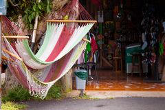 Hängematten an einem Speicher, Costa Rica Stockbild