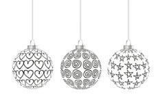 Hängen mit drei Schwarzweiss-Weihnachtsbällen Stockbild