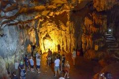 Hängen Sie gesungene Trunkenboldhöhle in langer Bucht ha, Vietnam Stockfotografie