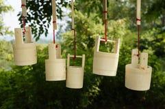 Hängende Bambusfässer Stockfotos