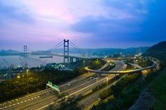 Hängende Brücke in der Dämmerung Lizenzfreies Stockbild
