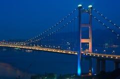 Hängende Brücke in der Dämmerung Stockfotografie