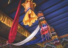 Hängende buddhistische Dekorationen Stockbilder
