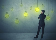Hängende Glühlampen Lizenzfreie Stockfotos